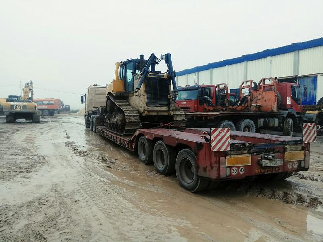 Перевозка бульдозера Кат D8R на трале СПБ, перевозка негабаритных грузов по России
